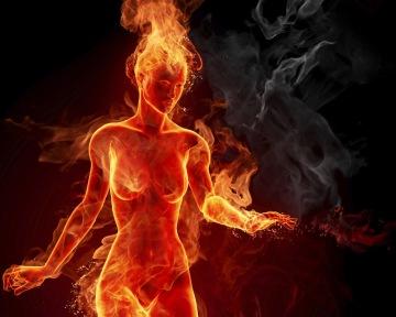 mulher_nua_em_fogo